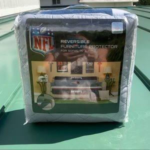 NFL Patriots reversible couch cover NWT